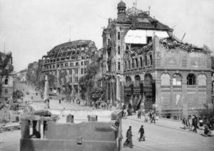 Das Kaffeehaus Trömel nach der Bombardierung am 19. März 1945